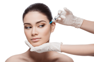 Una donna si sottopone ad un trattamento di microbotox